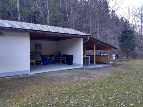Carport und Outdoorküche